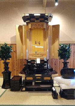 創価学会 伝統型厨子仏壇 「正徳58」 経机26付:購入のお客様より設置画像送っていただきましたのサムネイル画像